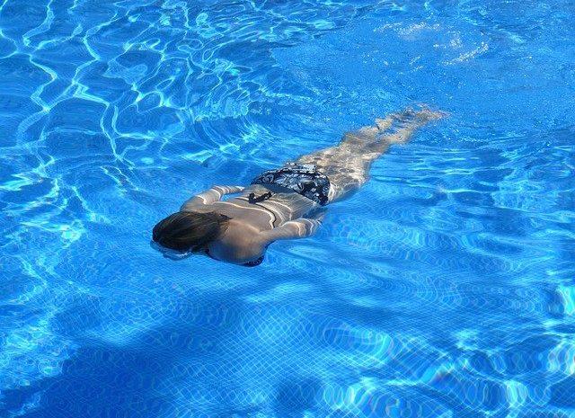 Der Pool im eigenen Garten hilft dabei Stress zu Reduzieren