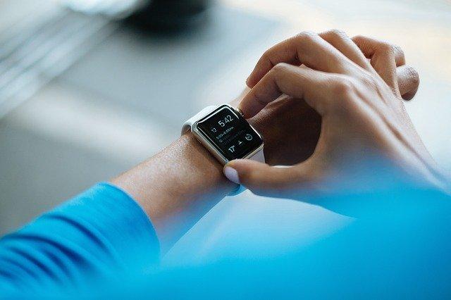 Geschenktipp: Smartwatch mit Analoges Design trifft Hightech und intelligente Funktionen